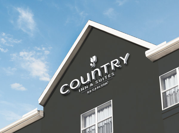 Traveling as a family with Country Inns & Suites. Free hotel library, amazing complimentary breakfast and more.
